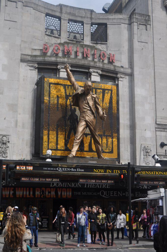 statue dominion theatre