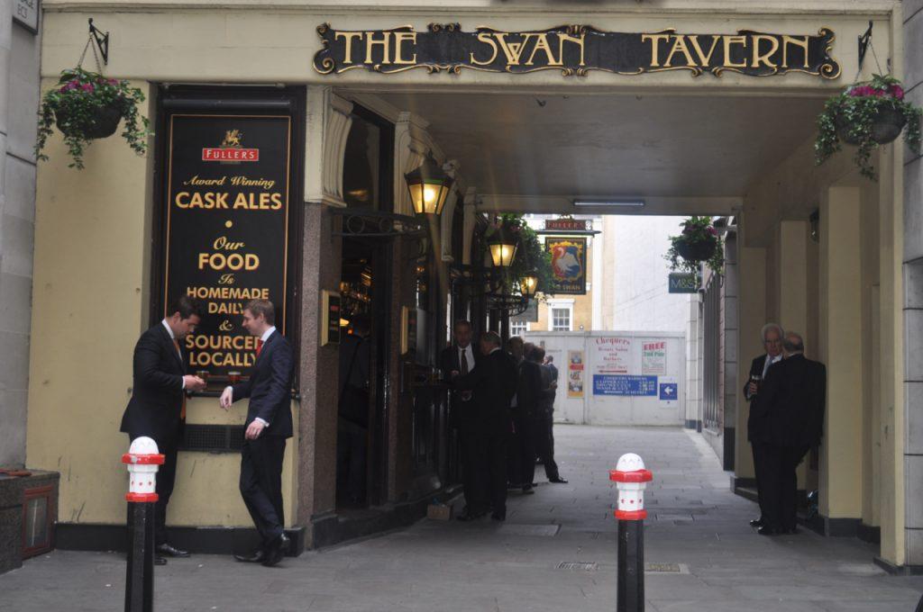 the swan tavern jolie typographie lettrage