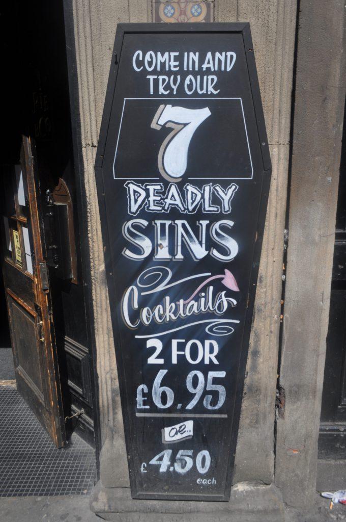 cocktails cerceuil typographie