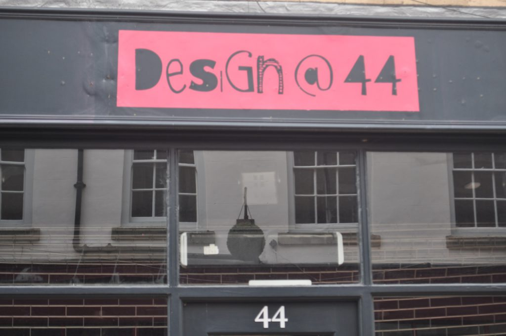design@44 magasin derby logo
